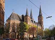 Neuottakringer Pfarrkirche - Außenfassade von hinten.jpg
