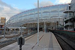 New roof, Manchester Victoria railway station (geograph 4500579).jpg