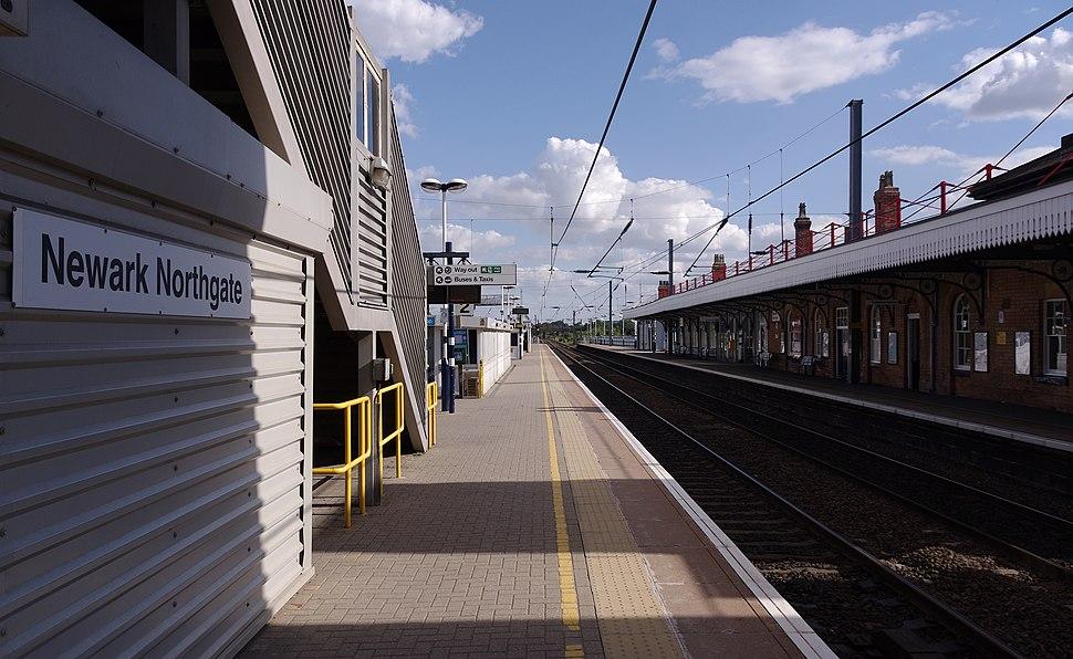 Newark North Gate railway station MMB 09