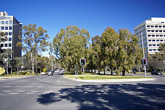 Northbourne Avenue - Looking south along Northbourne Avenue, at the intersection of Macarthur Avenue (west) / Wakefield Avenue (east)