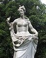 Nymphenburg-Kaskade-Statue-2a.jpg