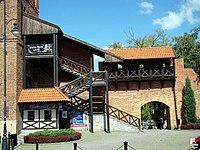 Oleśnica, Brama Wrocławska - fotopolska.eu (120464).jpg