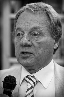 Олег Максимович Попцов