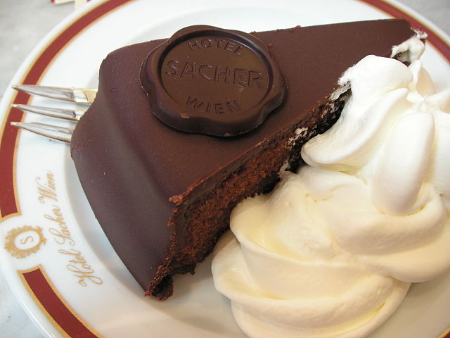 https://upload.wikimedia.org/wikipedia/commons/thumb/5/56/Original_sacher_torte.jpg/640px-Original_sacher_torte.jpg
