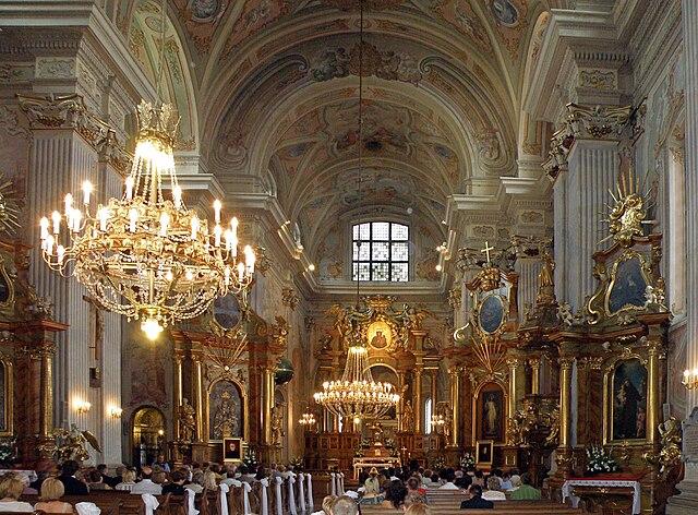 > Intérieur baroque de l'église Saint Anne à Varsovie. Photo d'Alina Zienowicz.