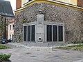 Pardubice, náměstí Republiky, zvonice, pomník.jpg