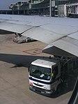 Paris-CDG - refuelling (4122184109) (2).jpg