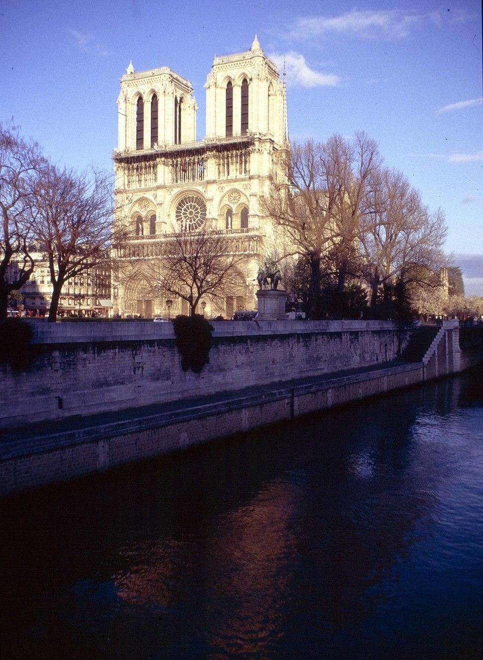 Paris-Notre Dame-080-abends-Seine-1991-gje