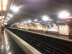 Paris MarxDormoyM12 platform.jpg