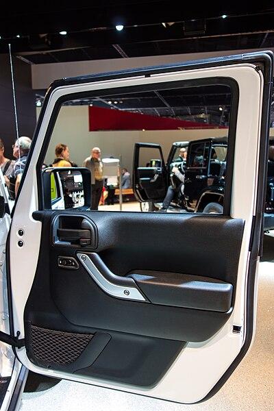 File:Paris Motor Show 2012 (8065300829).jpg