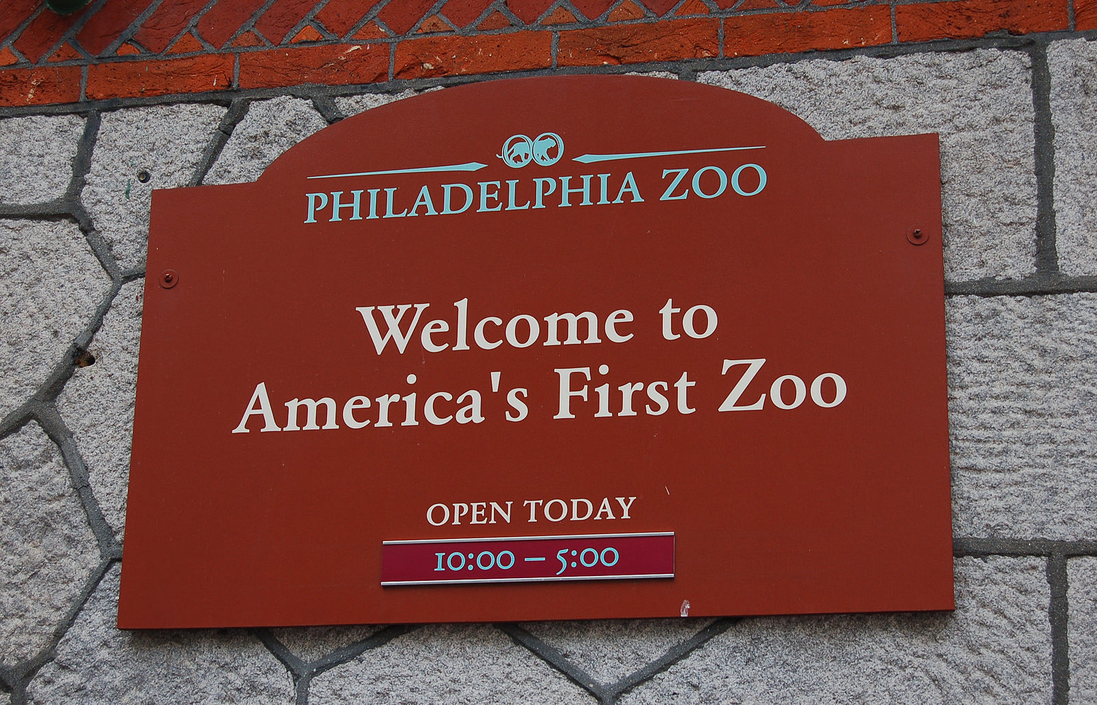 Visiting America's FIRST Zoo is one of the top 9 things to do in Philadelphia with kids. Click over for more ideas and activities.