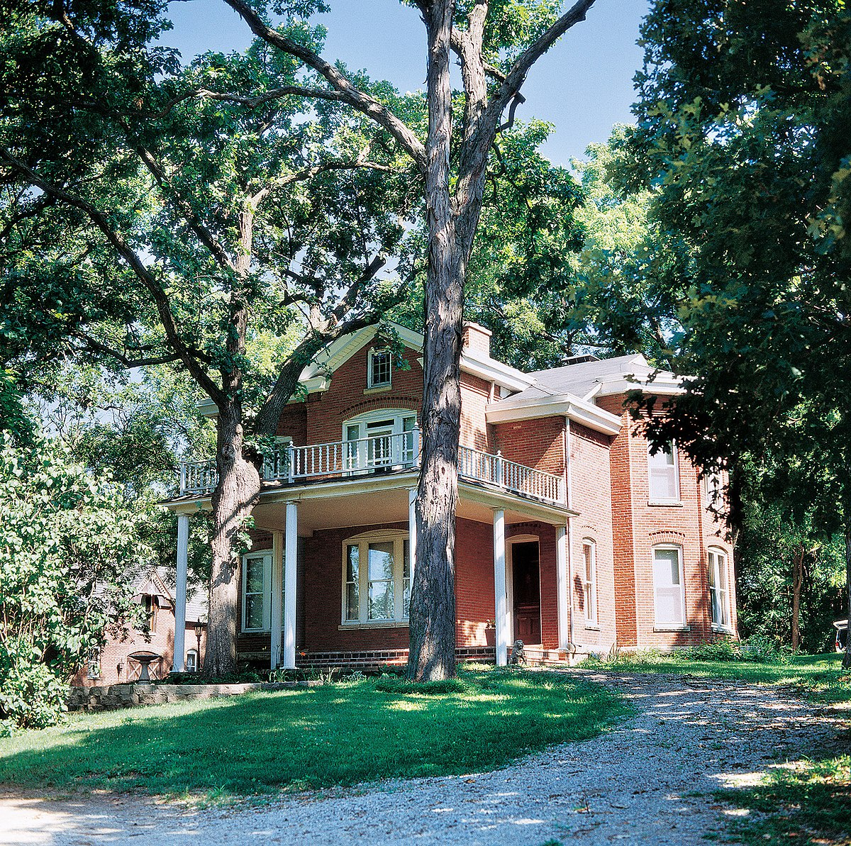 Victorian Carriage House: Philip A. Wolff House And Carriage House