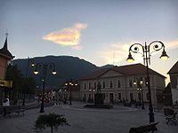 Piața Centrală Zărnești.jpg