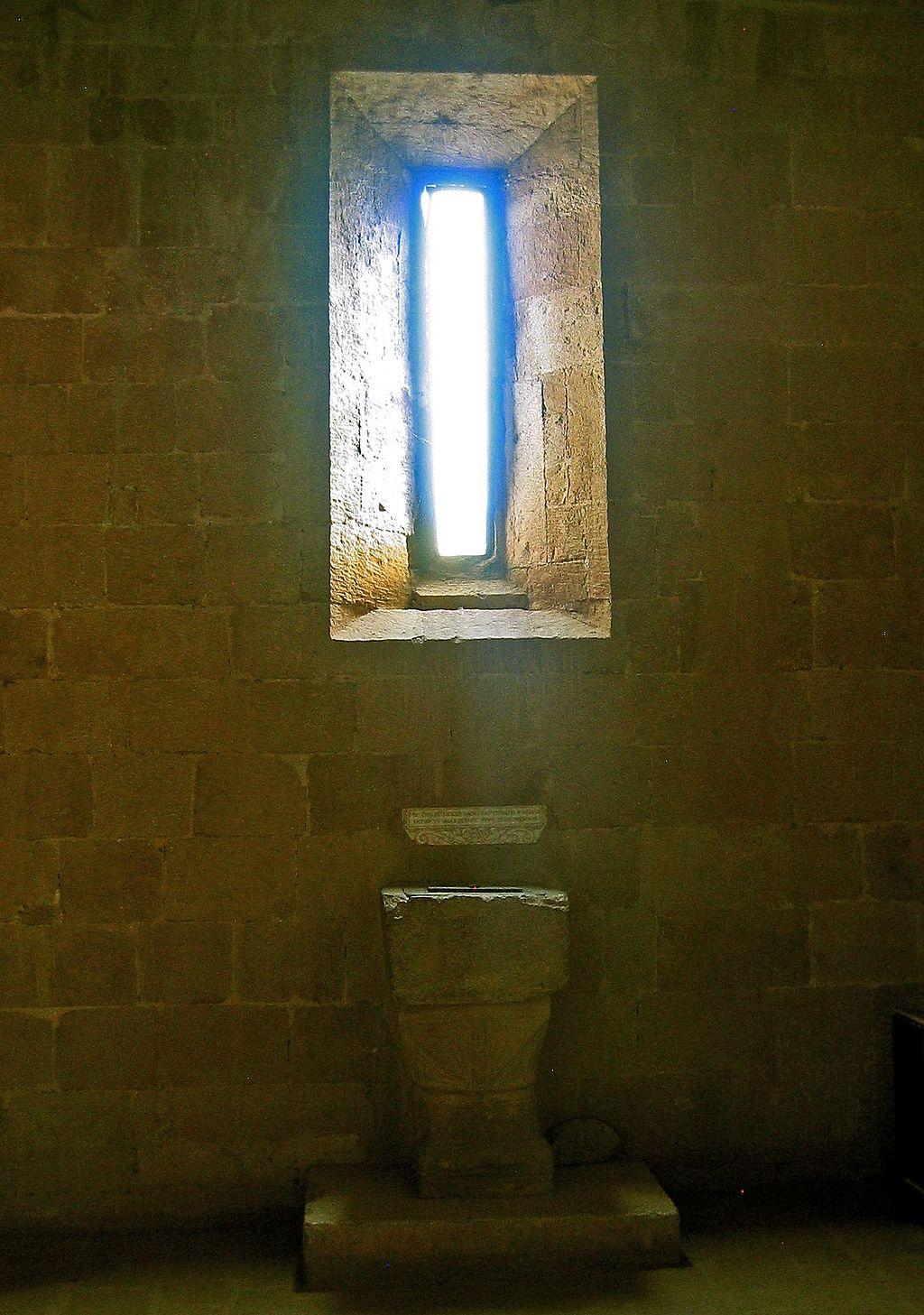 Pieve di Corsignano-Baptismal Font