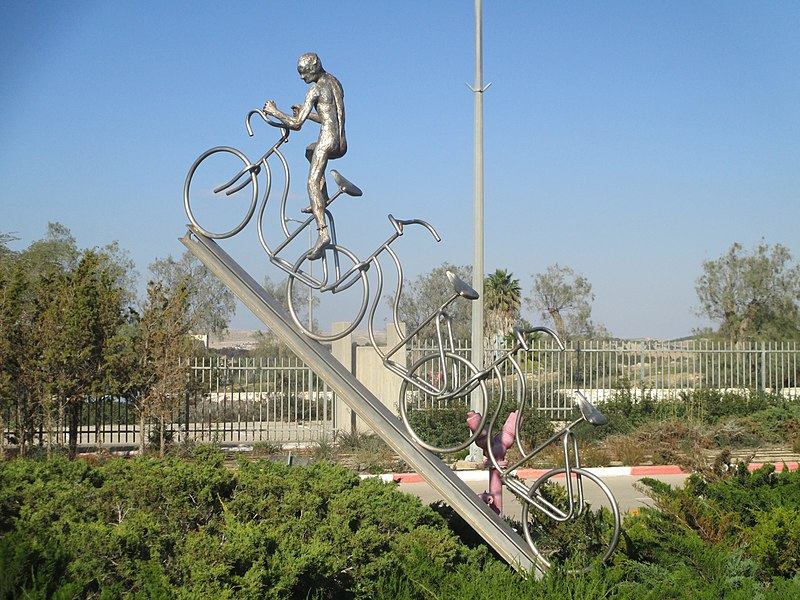 פסל רוכב האופניים של אסף ליפשיץ