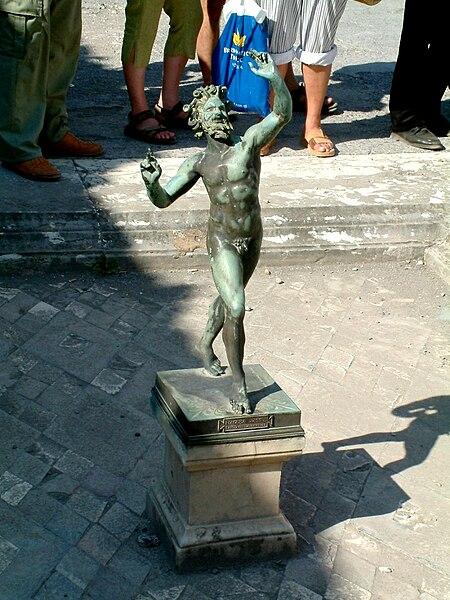 Archivo:Pompeje tanczacy faun.jpg