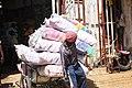 Pousseur au marché de Maroua.jpg
