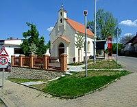 Praha, Holyně, rekonstruovaná kaplička.jpg