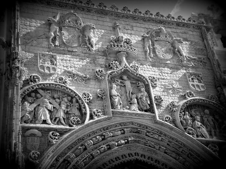 Principal facade of Santa María la Real Church - black and white photo - Aranda de Duero - Spain.jpeg