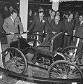 Prins Bernhard op de RAI, de Prins bij de Ford stand, Bestanddeelnr 917-4670.jpg