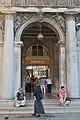 Procuratie nuove e vita quotidiana a Venezia.JPG
