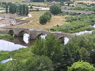 Puente antiguo sobre el río Águeda (Ciudad Rodrigo).jpg