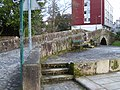 Puente de piedra sobre el rio Sarela - Rua Carme de Abaixo - Santiago de Compostela - 02.JPG