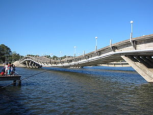 Stressed ribbon bridge - Image: Puentedelabarra(belo w)