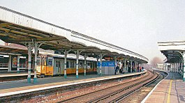 Purley Station, direkte al Londono geograph-3970232-post-Ben-Brooksbank.jpg