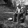 """Raspet Jože plete """"slamco"""" (začetek pletenja). Zakriž 1954 (2).jpg"""