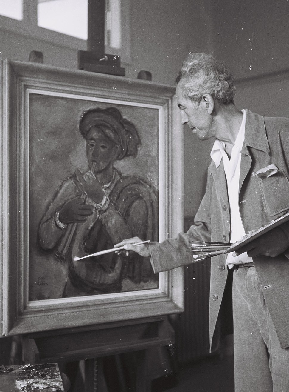 Reuven Rubin in his studio 1946
