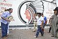 Rio de Janeiro - O prefeito Eduardo Paes visita a quadra do bloco de carnaval Cacique de Ramos acompanhado de índios de várias etnias.JPG