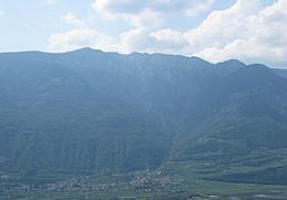Roen-and-Tramin-view-from-Montan2.JPG