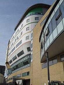 La hospitalo de Royal Alexandra Children (Nova Konstruaĵo), Brajtono (de sudoriento).jpg
