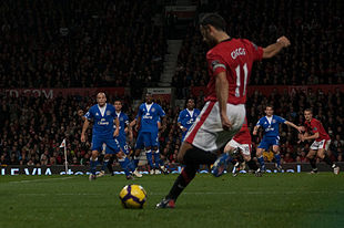 Ryan Giggs free kick vs Everton.jpg