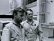 STS-6 - Weitz i Bobko. S82-41374