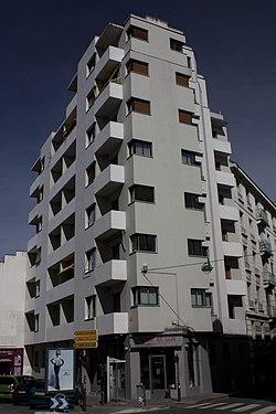Saint Étienne-Immeuble Moderne-20110405.jpg