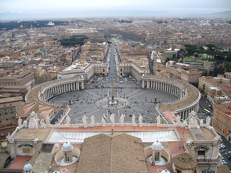 Ficheiro:Saint Peter's Square from the dome.jpg