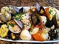 Salade de fruits de mer et de coquillages.jpg