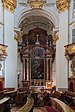 Salzburg Kajetanerkirche rechter Seitenaltar-4279.jpg