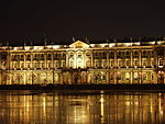 Sankt-Petersburg Eremitage by night.JPG