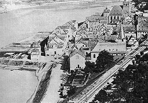 Sankt Goar - Sankt Goar about 1860; at left, above the harbour basin, is the eight-sided treadmill crane from the 16th century