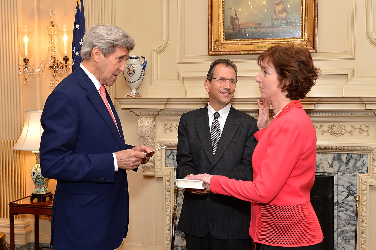 Filesecretary Kerry Swears In Former Assistant Secretary Jacobson