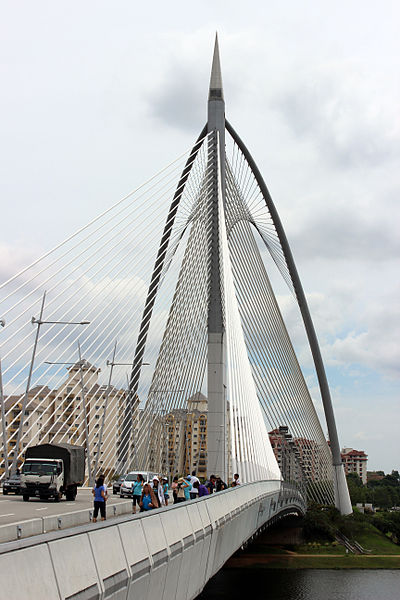 File:Seri Wawasan Bridge 2013.JPG