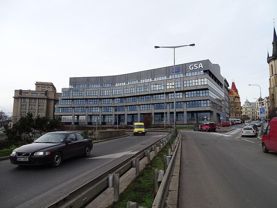 Severní předmostí Hlávkova mostu, budova centrály Galileo
