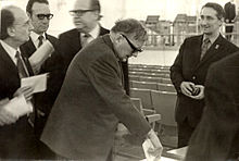 Chostakovitch en train de voter en 1974