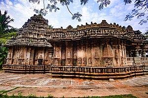 Brahmeshvara Temple, Kikkeri - Image: Side Profile Close up of Sri Brahmeshvara Temple, Kikkeri 13