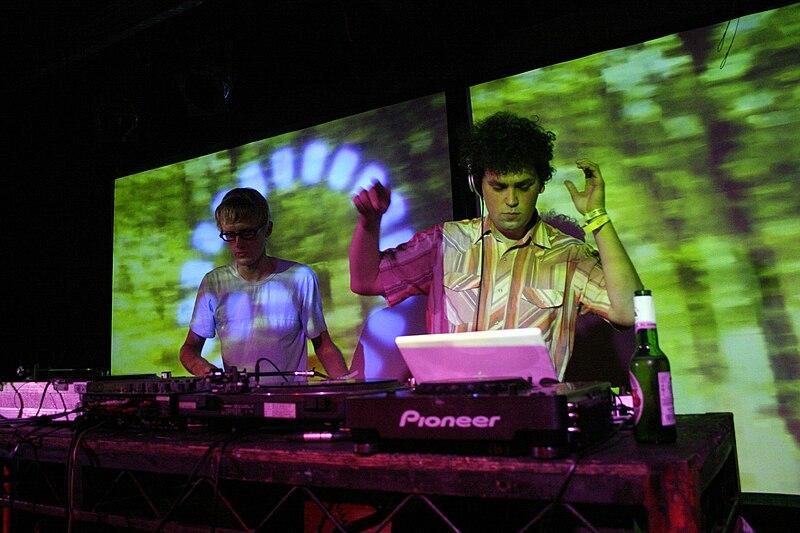Simian Mobile Disco - Synthesise Lyrics