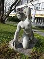 Skulptur, Kniende, 1945, im Garten des Universitätsspital Basel 1.jpg