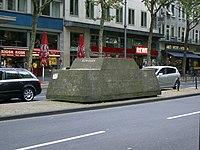 Skulptur Ruhender Verkehr Koeln2007.jpg